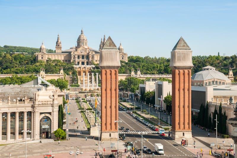 Tours vénitiennes et palais national sur Plaza de Espana à Barcelone photographie stock