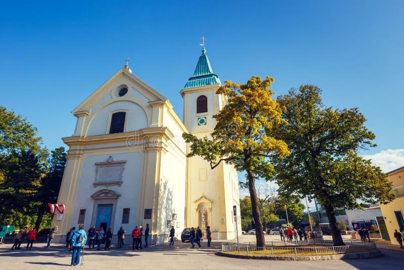 Tousists-Besuch St. Josefskirche bei Kahlenberg in Wien, Österreich lizenzfreies stockfoto