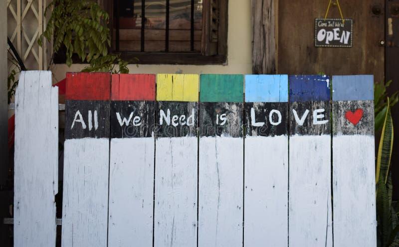 Tout que nous avons besoin est amour images stock