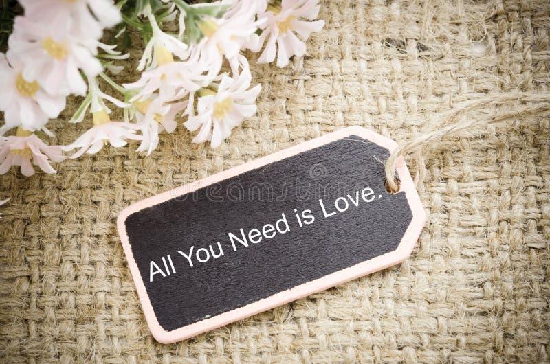 Tout que vous avez besoin est amour photo stock