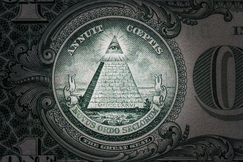 Tout-voir l'oeil sur l'un dollar Ordre mondial neuf caractères d'élite 1 dollar photo libre de droits