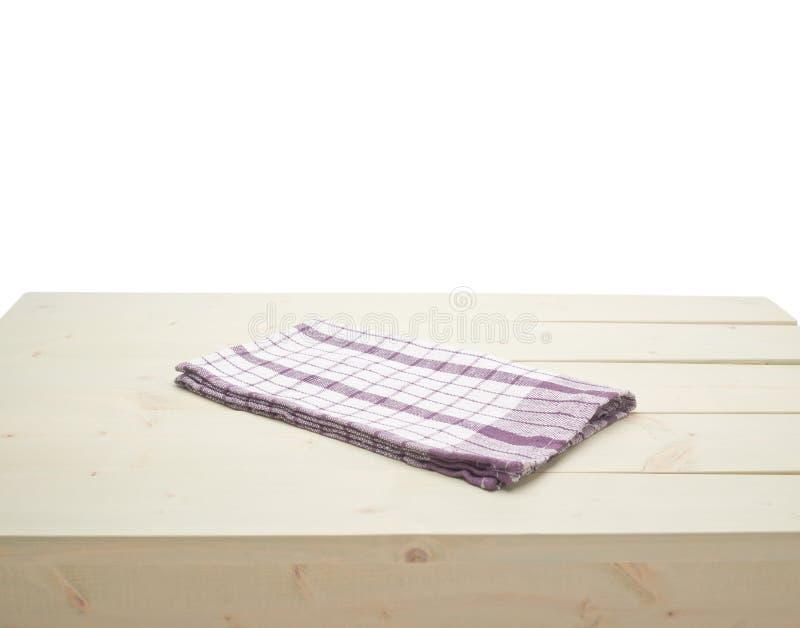 Tovaglia o asciugamano sopra la tavola di legno immagini stock