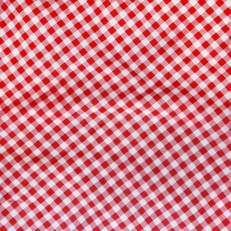 Tovaglia sgualcita tela rossa. fotografie stock libere da diritti