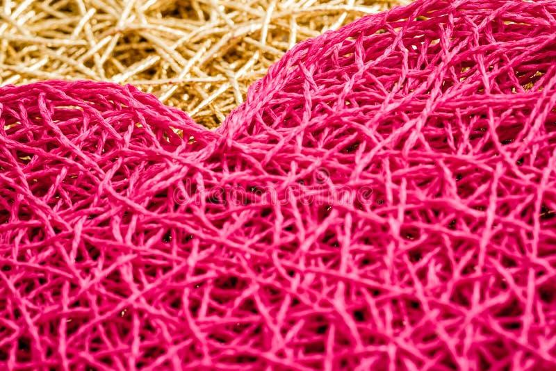 Tovaglietta rosa stile americana a forma di del cuore su fondo bianco fotografie stock