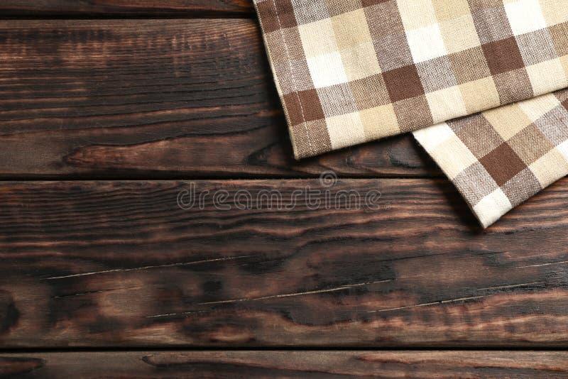 Tovaglioli del tessuto su fondo di legno fotografie stock