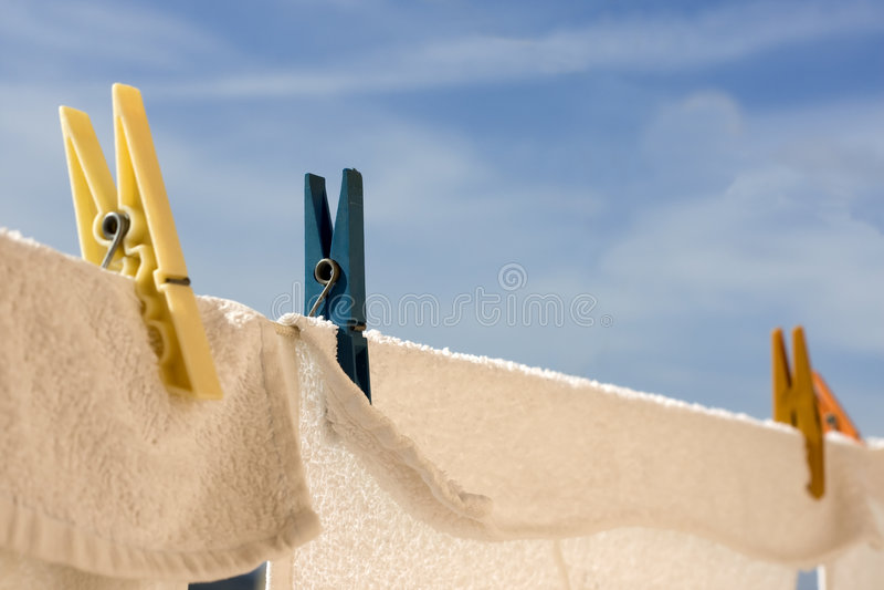 Download Tovaglioli e spine immagine stock. Immagine di cielo, clothesline - 7324817