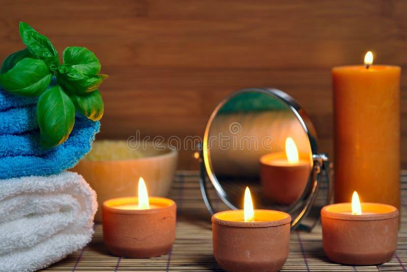 Tovagliolo, candele aromatiche fotografia stock libera da diritti