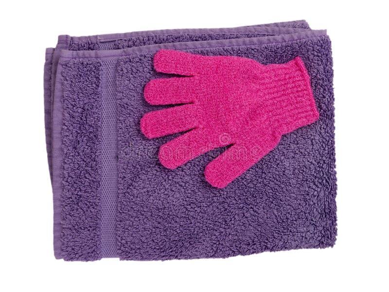 Tovagliolo e guanto exfoliating, colore della lavanda fotografie stock