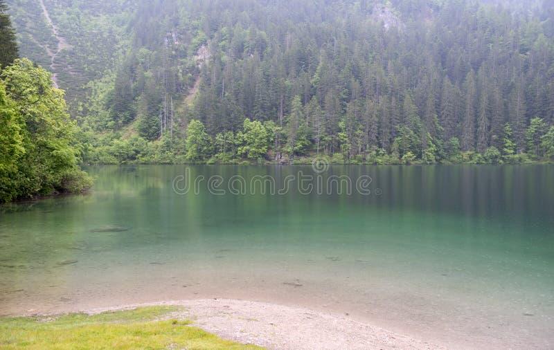 Tovel See, Dolomit lizenzfreie stockfotografie