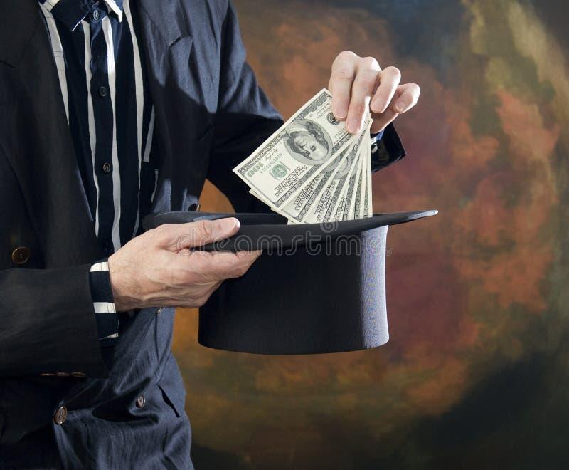 Tovenaar die geld van hoge zijden trekt royalty-vrije stock afbeelding