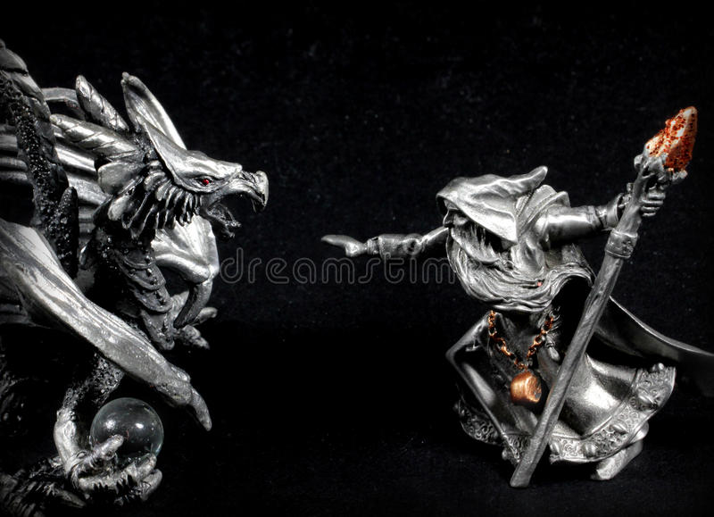 Tovenaar versus Draak royalty-vrije stock foto's