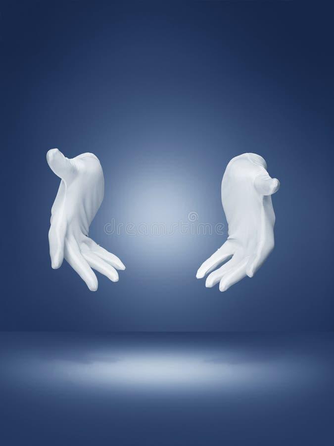 Tovenaarshanden die magische truc aantonen stock foto's