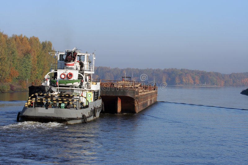 Towboat and barge in river royalty free stock photos