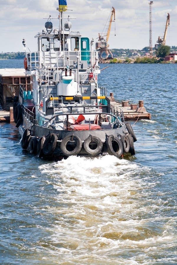 Free Towboat Pushing A Barge Stock Photo - 22314420