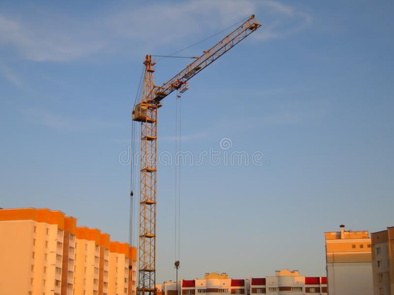 Tower Crane on Blue Sky - Bouwterrein royalty-vrije stock afbeelding