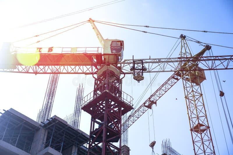 Tower Crane tilt zware belasting stock afbeelding