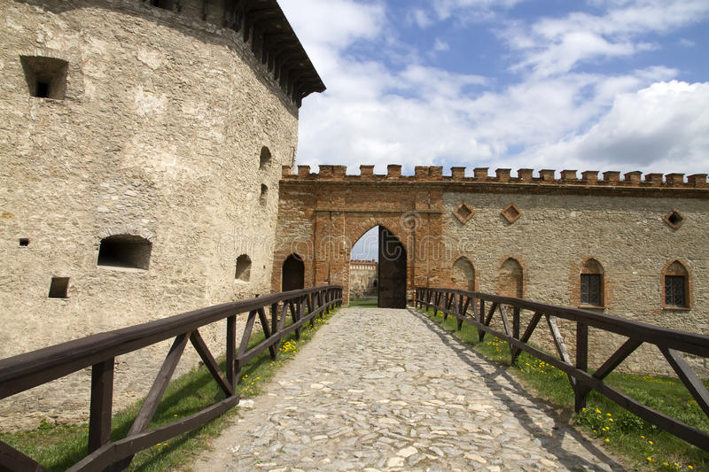 Download Tower And Gate To The Fortress Royalty Free Stock Photography - Image: 31062077