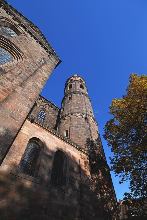 Tower van de rooms-katholieke St. Peter's kathedraal in Worms in duitsland royalty-vrije stock fotografie