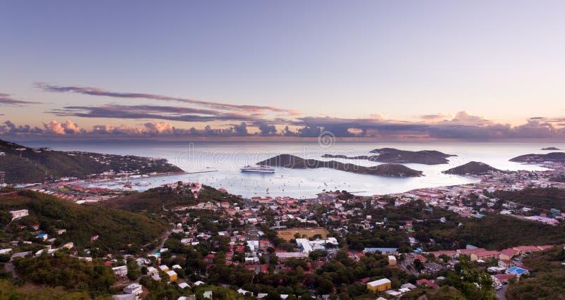 town för amaliecharlotte hamn fotografering för bildbyråer