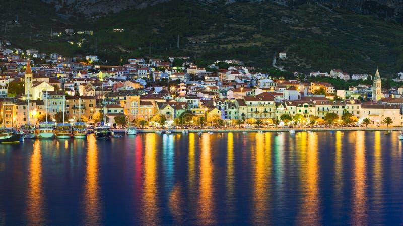 town för croatia makarskanatt arkivfoton