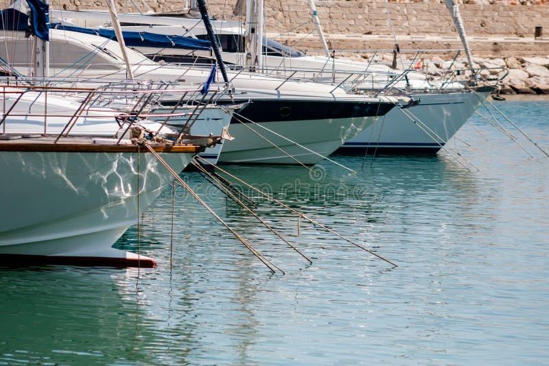 town för port för apuliabari fartyg fotografering för bildbyråer