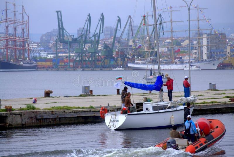 town för port för apuliabari fartyg arkivfoto