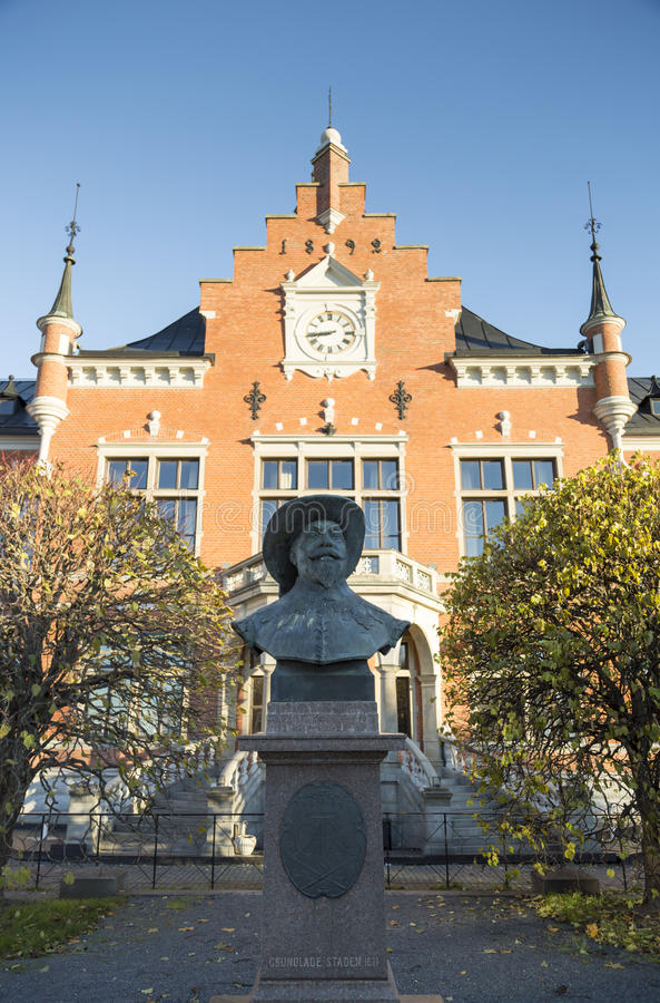 Town House in Umeå, Sweden. With king Gustav II Adolf in front of it. The founder of Ume stock images