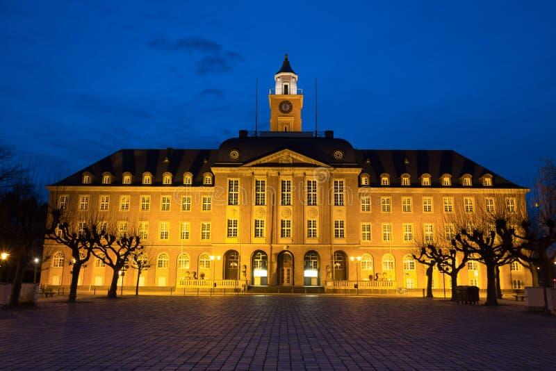 townhall黑尔讷德国在晚上 免版税库存照片