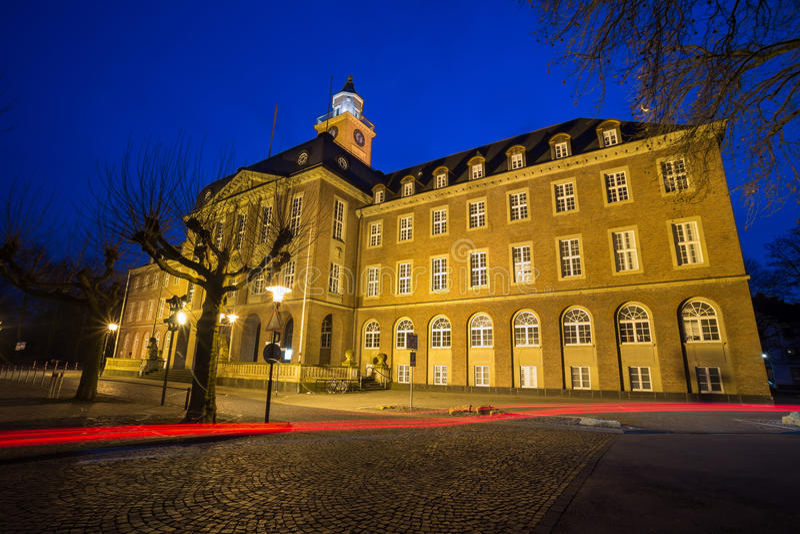 townhall黑尔讷德国在晚上 免版税库存图片