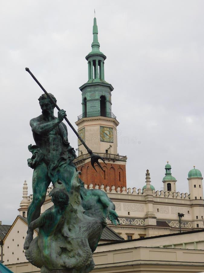 Townhall e monumento em Poznan fotografia de stock royalty free