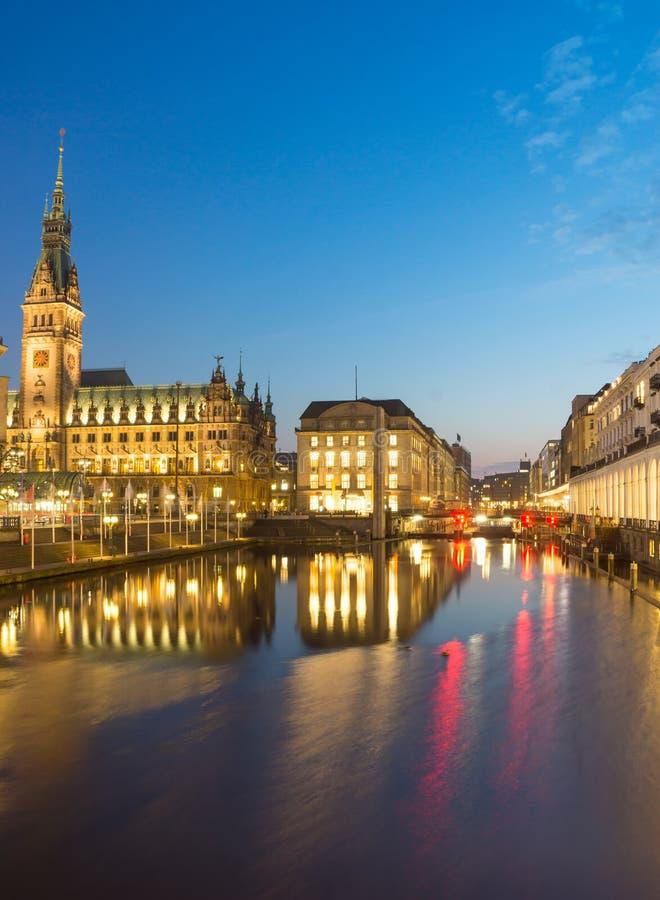 Townhall przy nocą, Hamburg fotografia stock