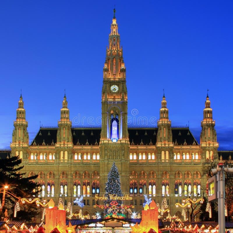 Townhall Wien mit Weihnachtsmarkt, Österreich lizenzfreie stockfotografie