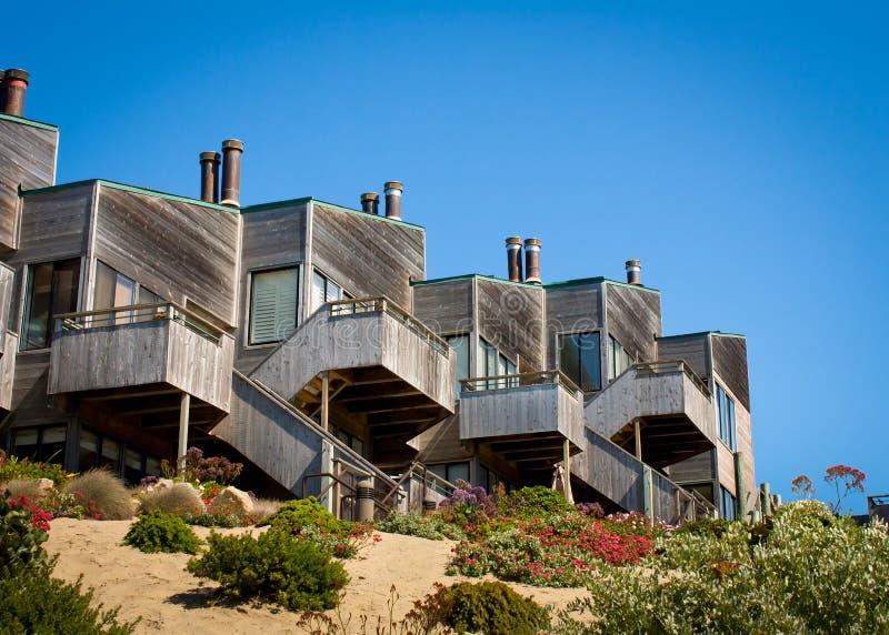 Download Townhomes acima da duna foto de stock. Imagem de plantas - 26515616