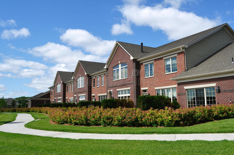 Townhomes luxuosos suburbanos imagens de stock royalty free