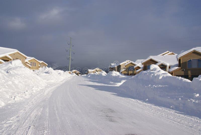 Townhouses após a tempestade de neve pesada imagens de stock royalty free