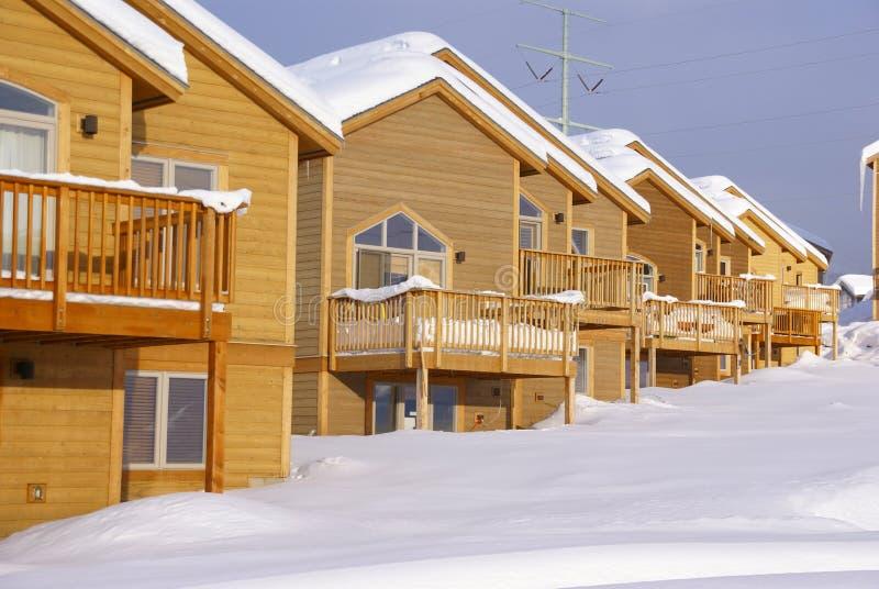 Townhouses após a tempestade de neve pesada imagem de stock