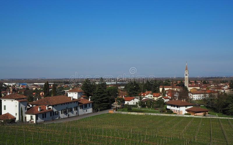 Townscape Buttrio, κοντά Udine στην Ιταλία Το Buttrio είναι γεωργικό και βαρύ βιομηχανικό κέντρο στοκ εικόνα με δικαίωμα ελεύθερης χρήσης