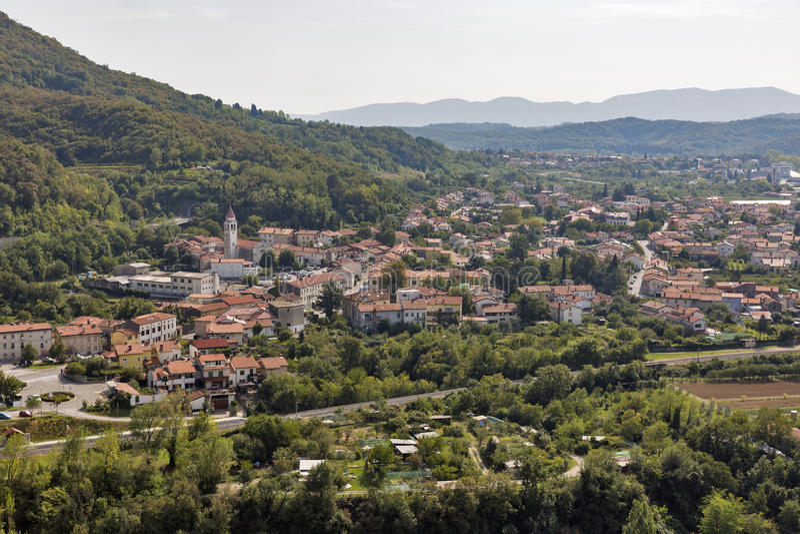 Townscape de Solkan em Eslovênia imagens de stock