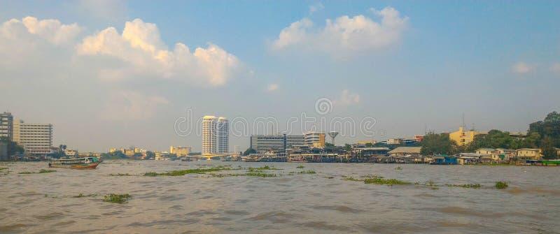 Townscape en Chao Phraya River, Bangkok fotos de archivo libres de regalías