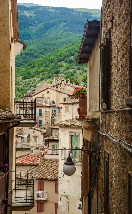 Townscape Scanno, dachówkowi dachy, wąskie ulicy zdjęcie stock