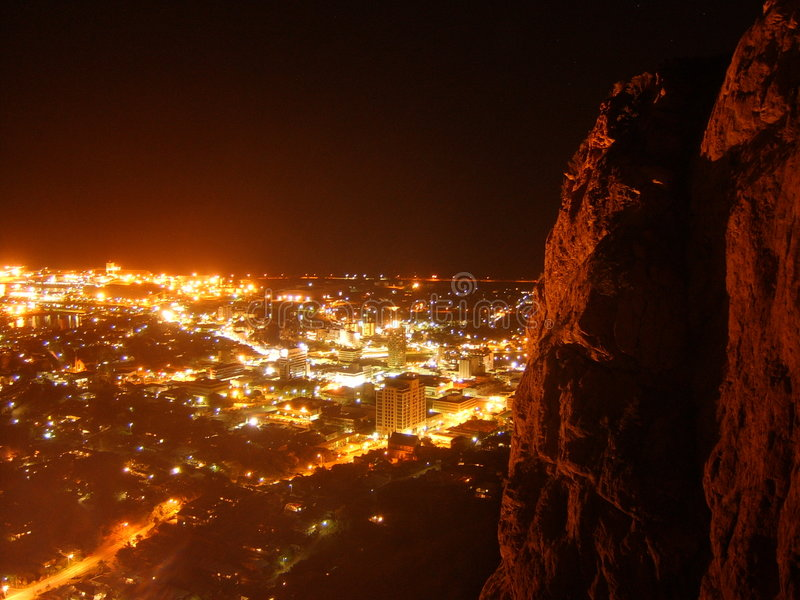 Townsville na noite imagem de stock