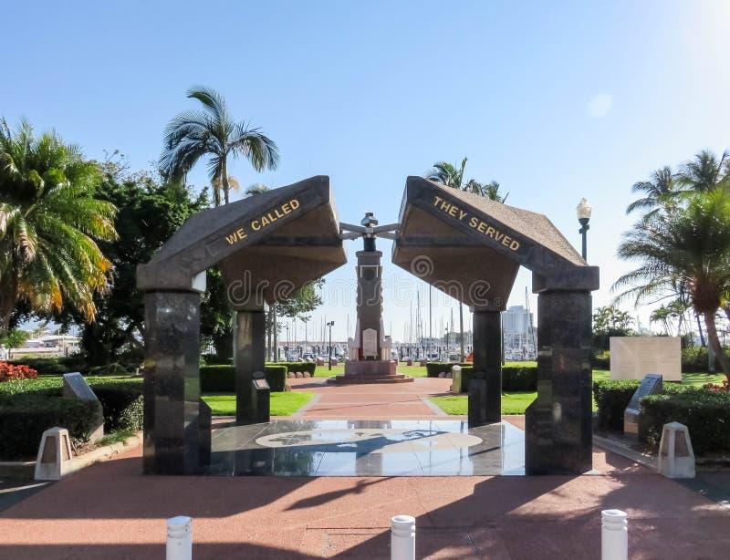 Townsville Queensland/Australien - September 13, 2018: Anzac Memorial Park Townsville Tråden parkerar, den Townsville krigminnesm arkivbild