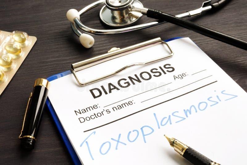Toxoplasmosis escrito em um formulário médico para o diagnóstico imagens de stock