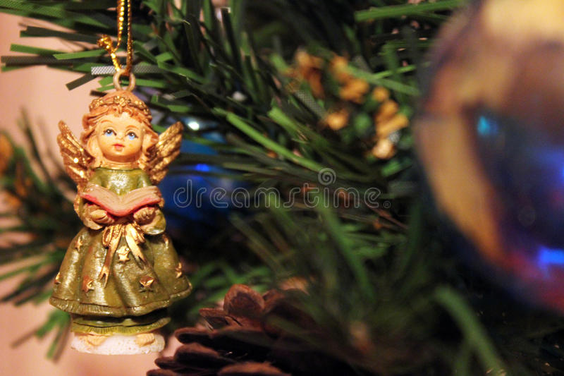 Toy Angel sull'albero di Natale immagine stock libera da diritti