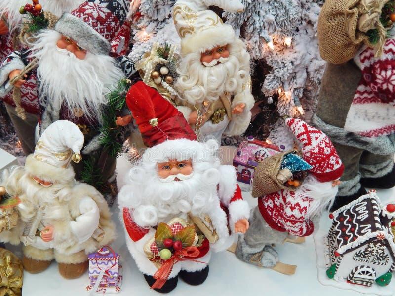 Toy Santa Clauses O Natal brinca o fundo foto de stock royalty free