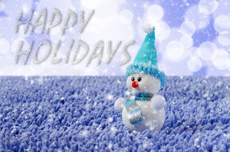 Toy Snowman met hoed en sjaal Dalende sneeuw royalty-vrije stock foto's