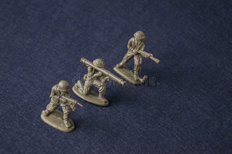 Toy Soldiers miniature Militaires de plastique de jouet à la guerre image stock
