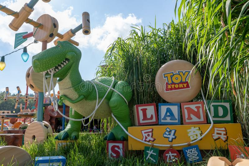 Toy Story bij Disney-Land Hong Kong, kleurrijk en gelukkige dag blauwe hemel stock foto