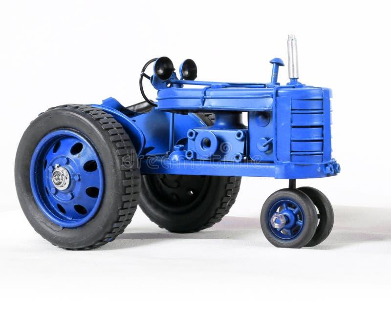 Toy Tractor bleu sur le blanc image libre de droits
