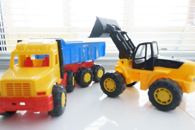 Toy Wheel Loader et Toy Dump Truck images stock
